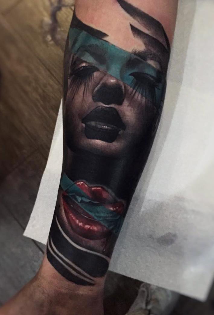 tattoo_dresden_frauengesicht_constantin_schuldt